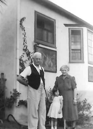 Carl Zimmerman, Rita Collier and Marie Hoffman at 1130 N. Coast Highway. Laguna. Note the paintings hung on exterior walls.