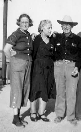"""Alan"" Yantis Frederick at left, George Frederick at right. In the center is the  grandmother of George's student, Frank Mannarino."